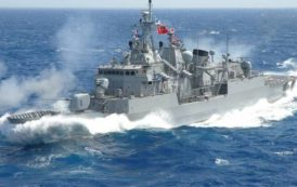 Θρίλερ στο Αιγαίο: Τουρκικά πολεμικά πλοία στρέφουν τα πυροβόλα τους εναντίον ελληνικών σκαφών