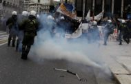 Ποινικές διώξεις για δέκα αδικήματα στον «Τοξοβόλο του Συντάγματος» και τις δύο συλληφθείσες
