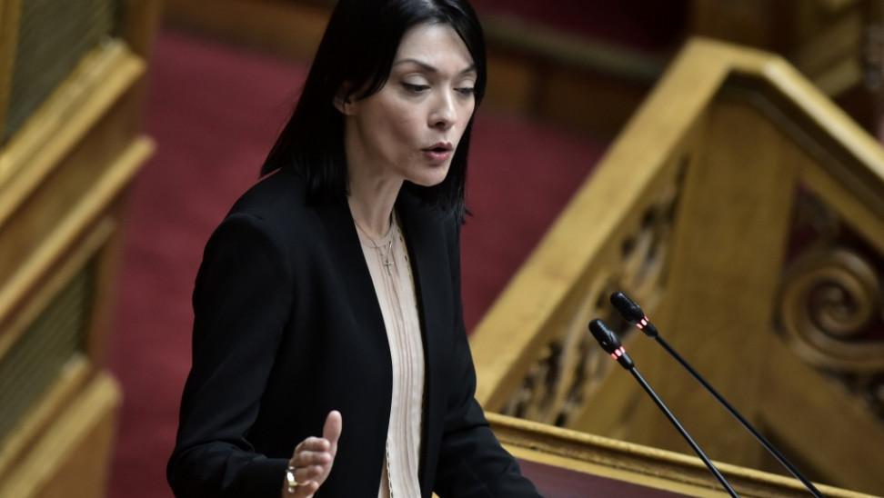 Τα Γαλλικά της Νάντιας Γιαννακοπουλού πρός την Νική Κεραμέως !!!