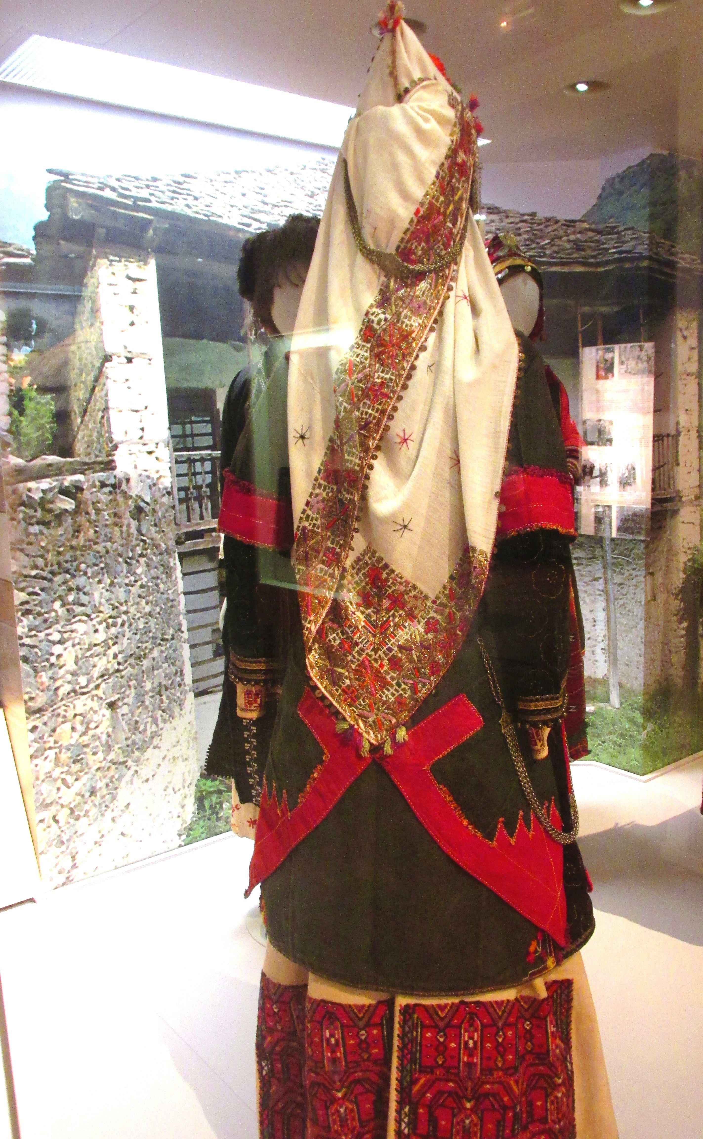 Παγκόσμια πρωτιά για την παραδοσιακή φορεσιά της Νάουσας!